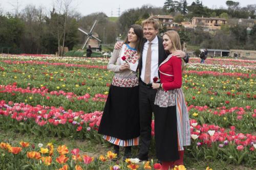 Ambasciatore olandese e hostess a tulipark roma